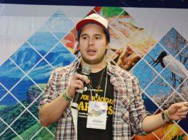 Bruno Perin fazendo palestra
