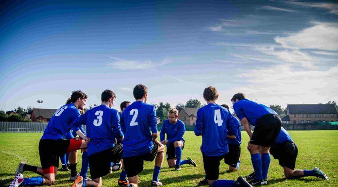 jogadores de futebol durante o treino