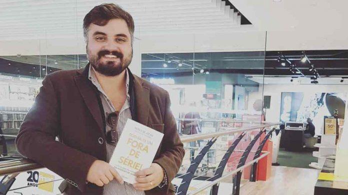 Livro 'Torna-te um Fora de Série!' com edição em inglês