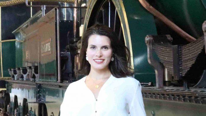 Gabriela Faria de Oliveira em visita ao Museu Nacional Ferroviário.