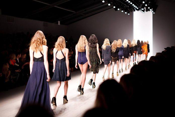 desfile de moda contra a violência