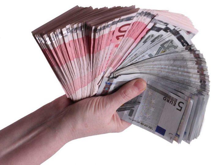 mais dinheiro na mão