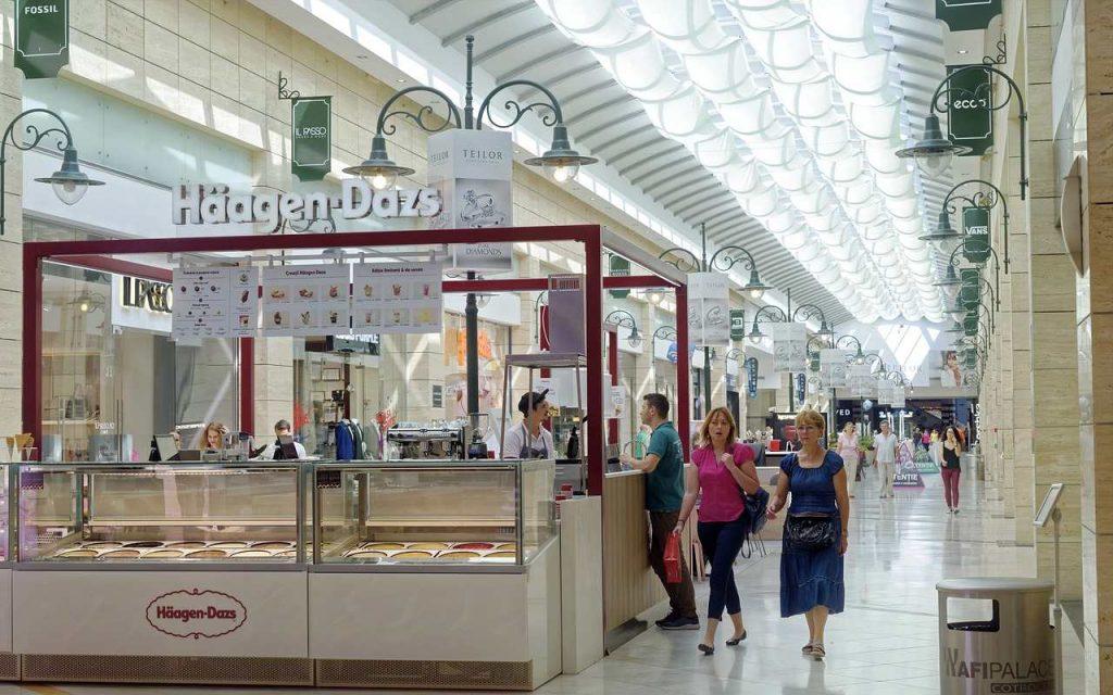 Franquia de marca de gelados num centro comercial
